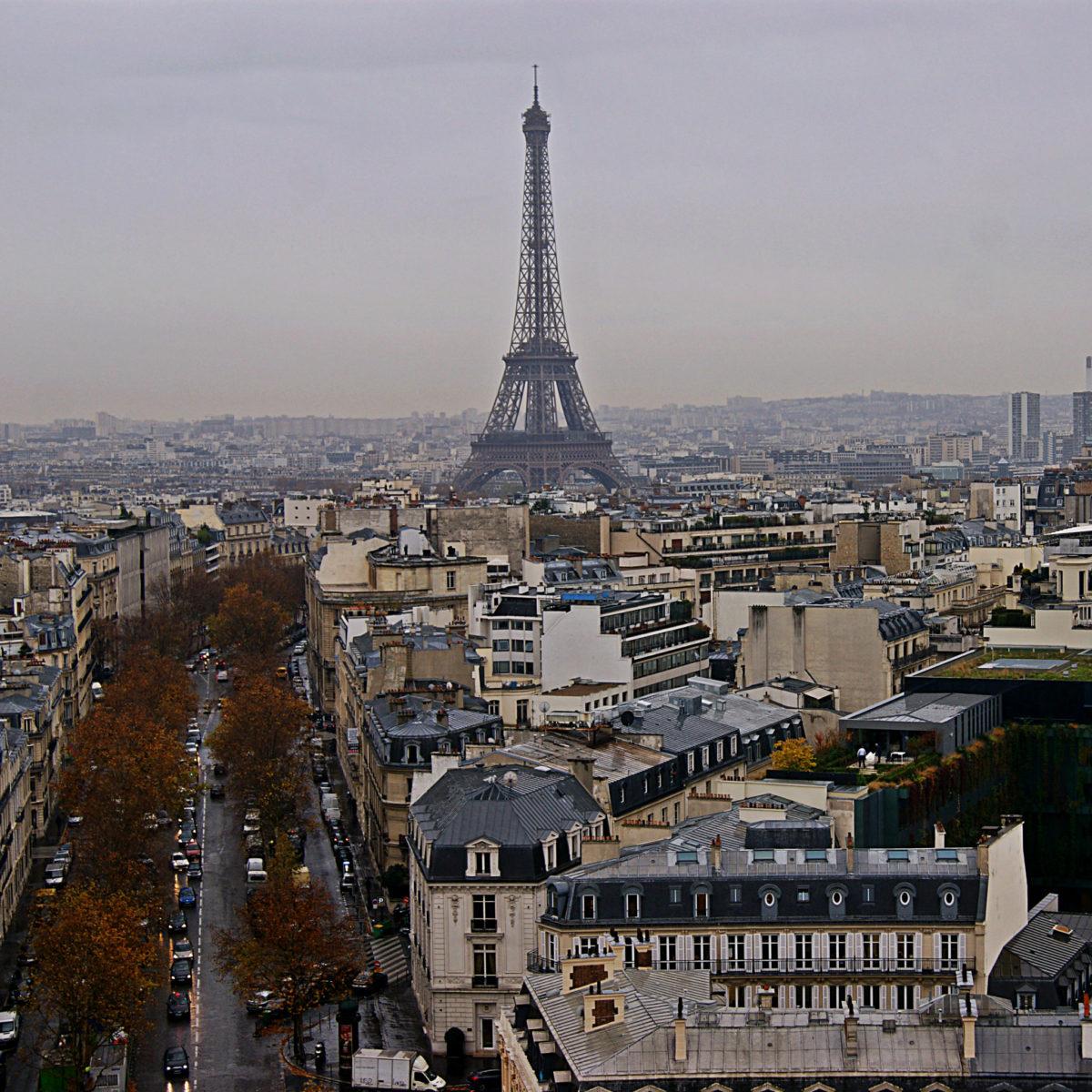 Эйфелева башня в ноябре
