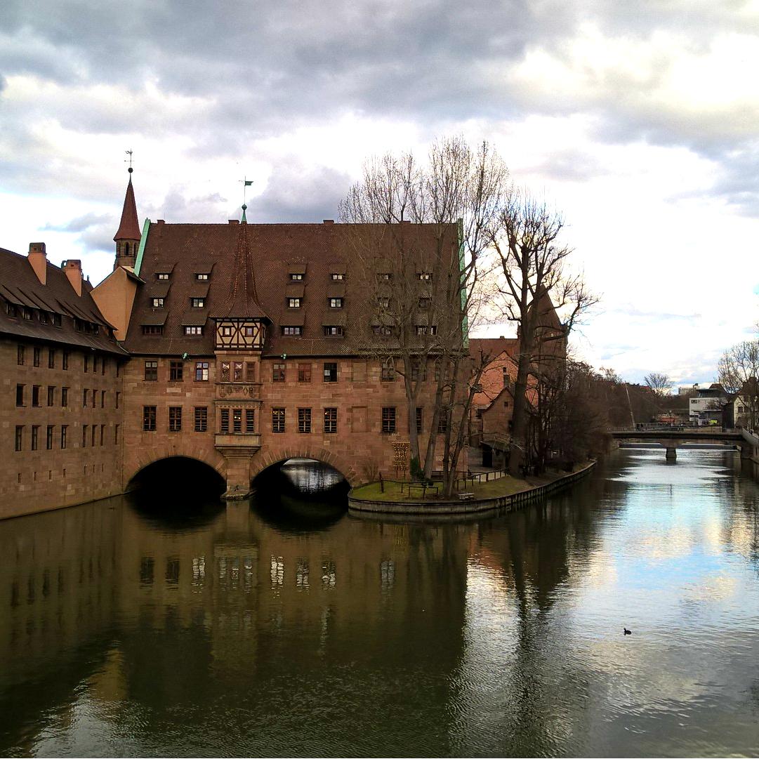 Нюрнберг в марте или город в серо-коричневых тонах