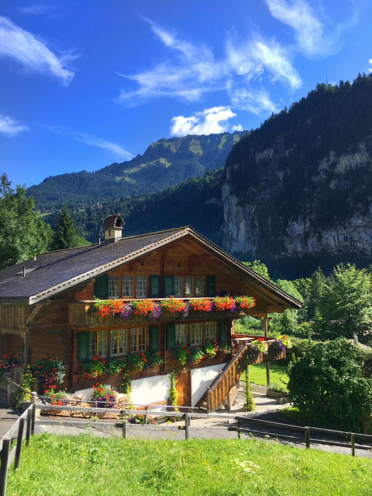 Деревушка Лаутербруннен в Швейцарии