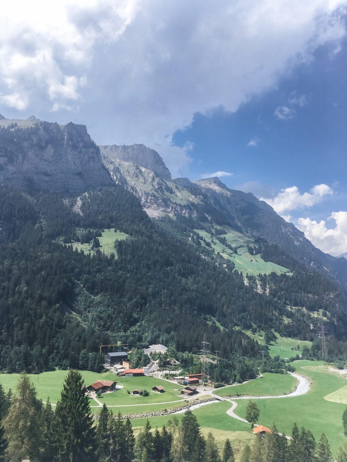 Виды из поезда в Швейцарии