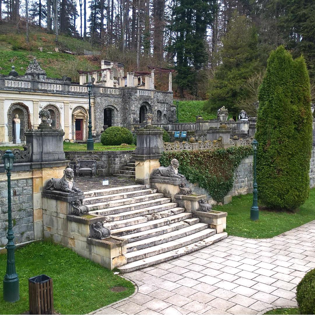Замок Пелеш, Румыния - внутренний двор