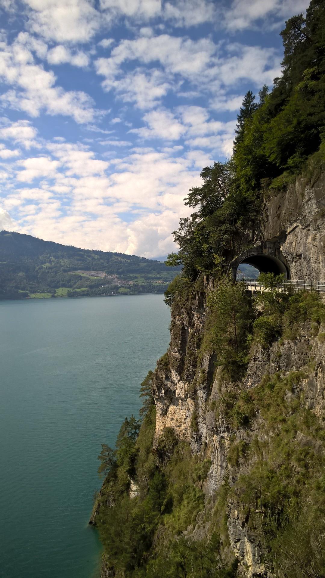 Дорога к Свято-Беатовым пещерам, Интерлакен, Швейцария