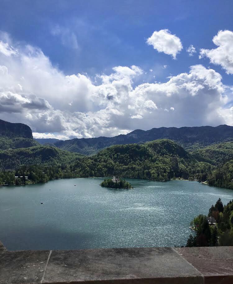 Вид на озеро Блед с бледского замка, Словения