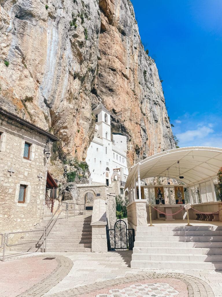 Монастырь Острог - топ мест в Черногории